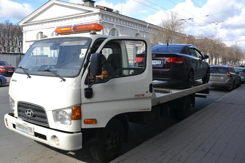 Когда сотрудник ГИБДД может задержать и эвакуировать автомобиль на штрафстоянку