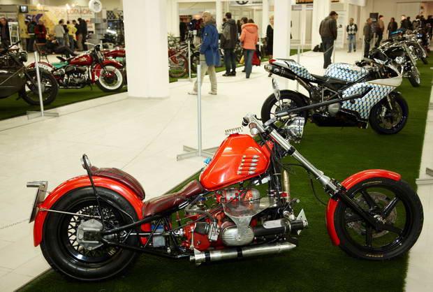 красный мотоцикл фото