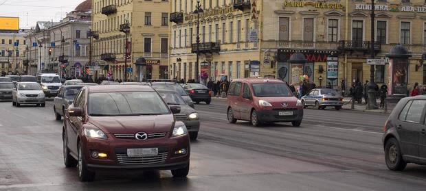 машины на Невском проспекте