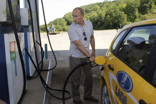Путин во время автопробега на Ладе Калине