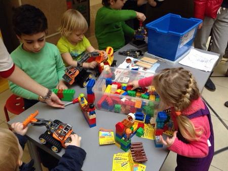 сборка автомобилей из конструктора Lego