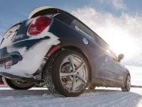 Пересечение участка дороги, покрытого глубоким снегом или льдом