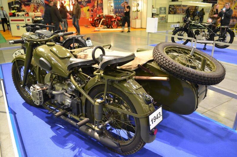 Мотоцикл с коляской, модель середины 20 века