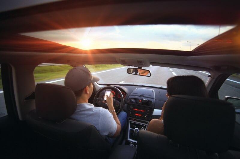 Как слушать музыку в машине с телефона