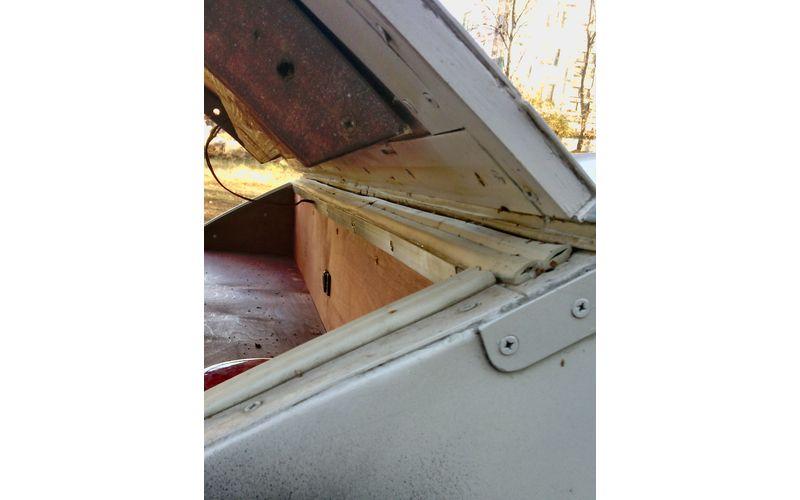 Обязательно проклейте все три двери прицепа резиновым утеплителем