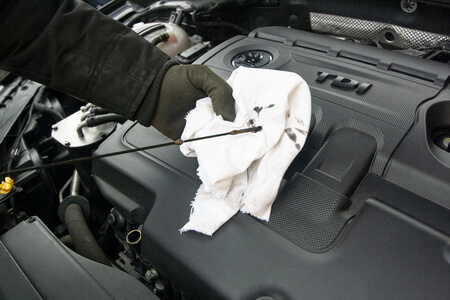 Проверка масла в двигателе