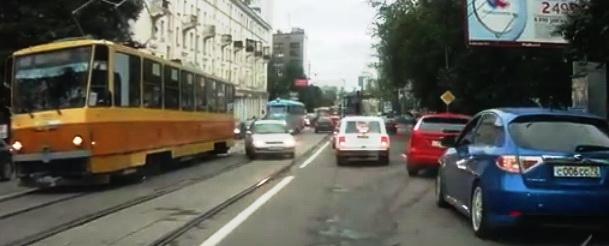 выезд на встречные трамвайные пути