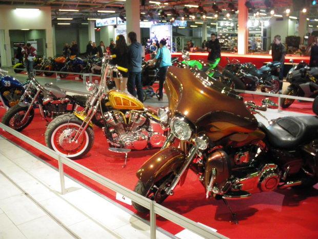 экспозиция мотоциклов на IMIS