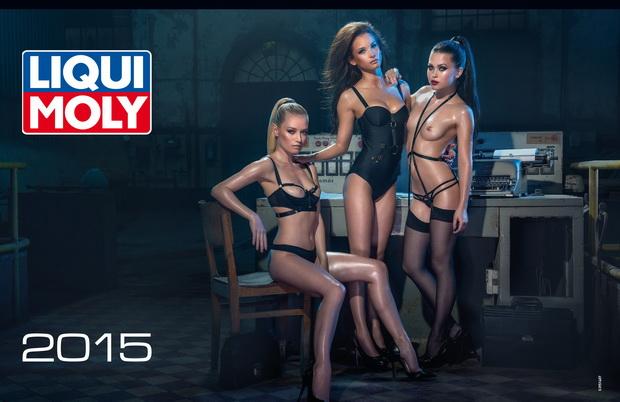 Обложка эротического календаря 2015